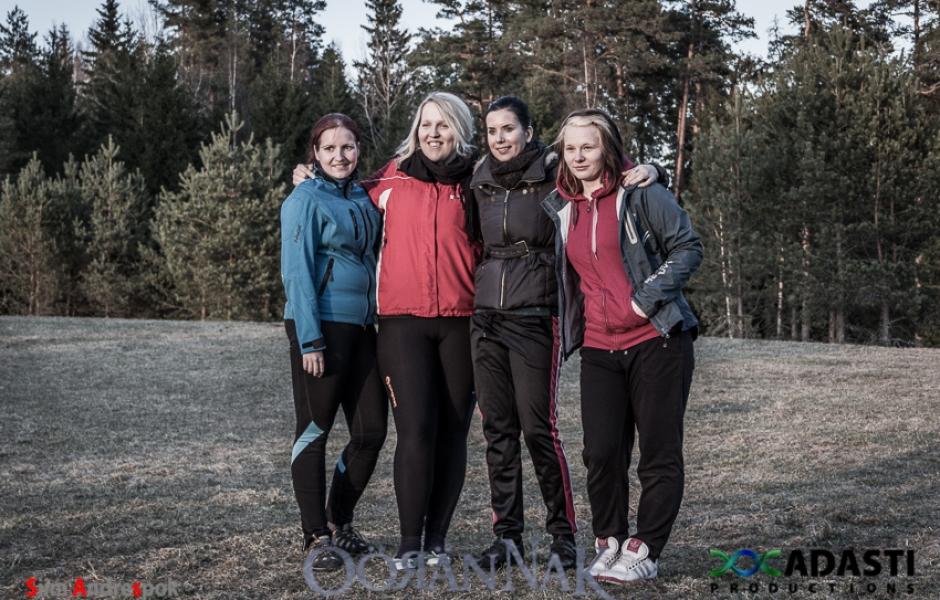 4 naist ja kompass